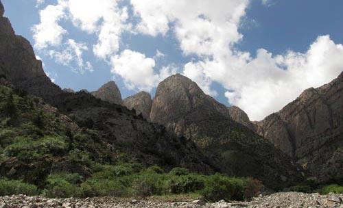Вид горы Душак из ущелья Дарг