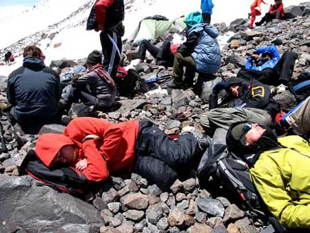 …кое-кому удается даже выспаться… Большой отчет о большой экпедиции (Арарат-2012)
