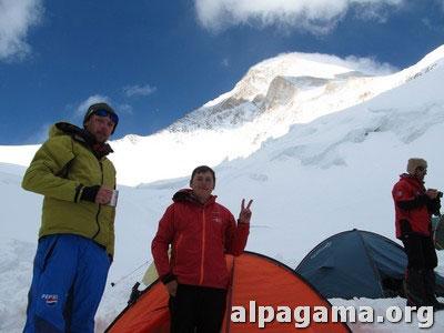 Вадим, Карен и Алекпер на фоне Хан-Тенги. Отдыхаем во Втором