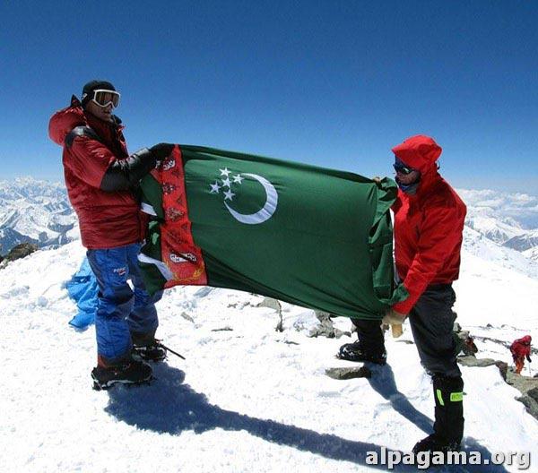 На вершине пика Ленина. Успех туркменского высотного альпинизма