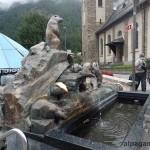 Бронзовые сурки на церковной площади Церматта