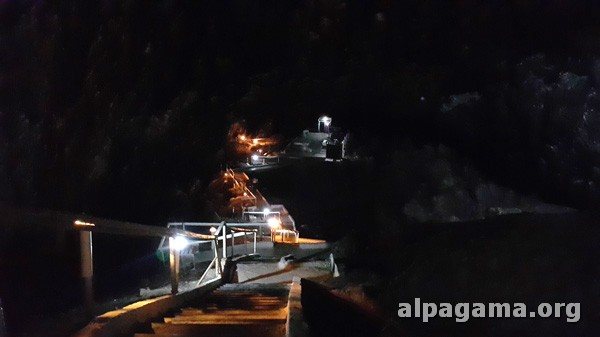 Спуск к подземному озеру Ков-ата