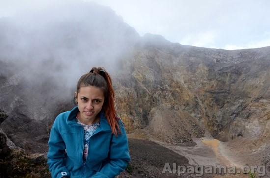 Абидат на фоне кратера вулкана Агунг