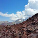 Пока только камни, снег будет впереди (фото: Дмитрий Винокуров)