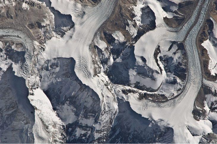 Эверест из космоса (Фото: NASA) 2011 г.