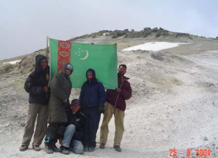 Фото 17. Государственный Флаг Туркменистана