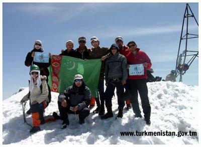 Флаг Туркменистана на Большом Чимгане