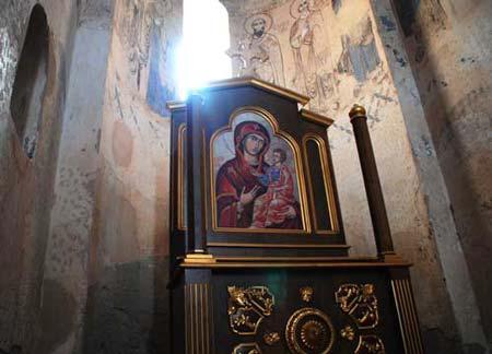 Церковью Святого Креста