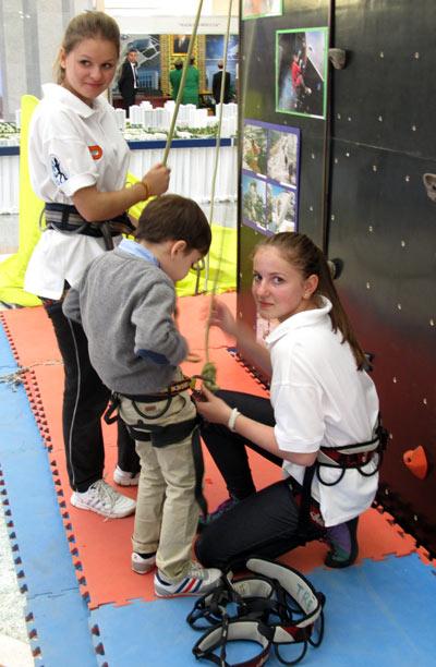 Международная выставка, посвященная образованию, спорту и туризму.