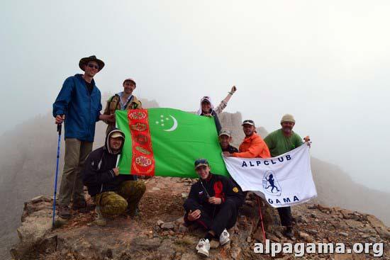 Восхождение на высшую точку Туркменистана гору Айри-баба, посвященное 70-летию Победы в Великой Отечественной войне.