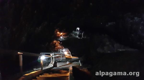 Спуск к подземному озеру