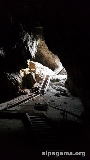 Выход из пещеры Ков-ата
