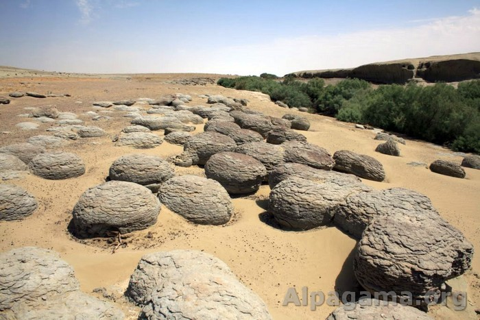 Каменные шары конкреции
