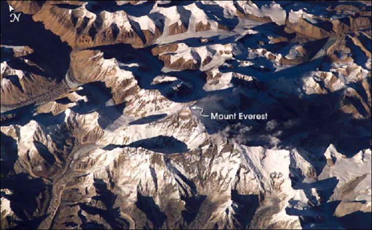 Эверест из космоса (Фото: NASA) 2003 г.