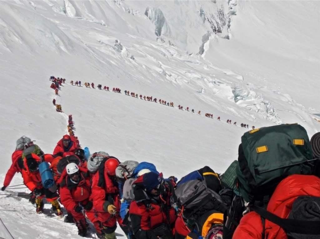 Очередь на Эвересте