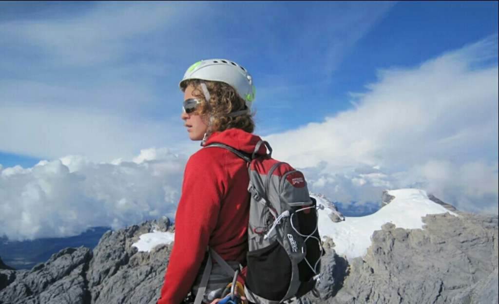 Самый молодым из поднявшихся на вершину Эвереста стал 13-летний американский Джордан Ромеро