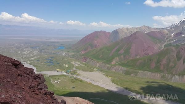 Вид на Базовый лагерь и озера (Пик Ленина)