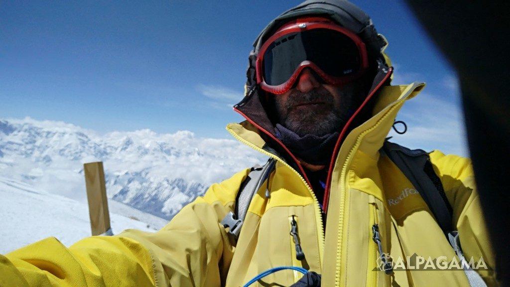 Алекпер Ахмедов на вершине Хан-Тенгри в 2019 году
