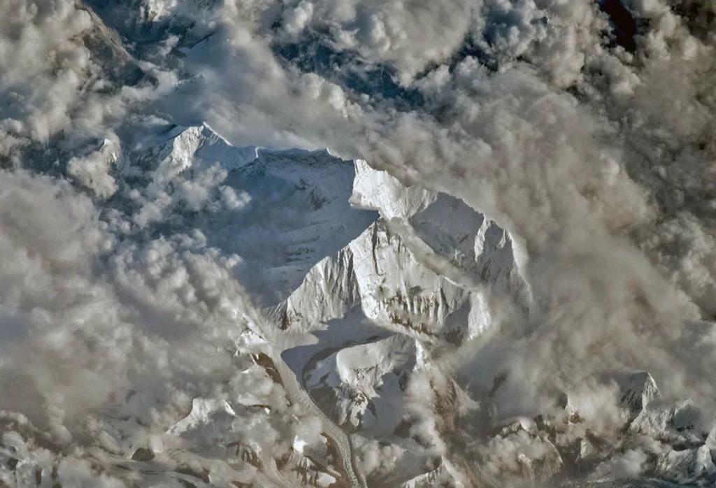 Эверест и Лходзе из космоса. Фото: Олег Артемьев (Роскосмос) 2018 г.