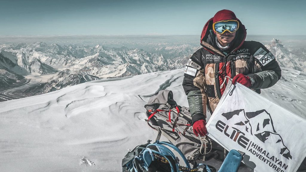 Нирмал Пурджа на вершине К2 в 2019 году