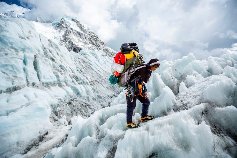 Высотный носильщик в Гималаях