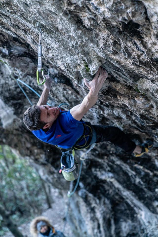 Стефано Гизольфи открывает скалолазный маршрут «Terapia d'urto» 9а+