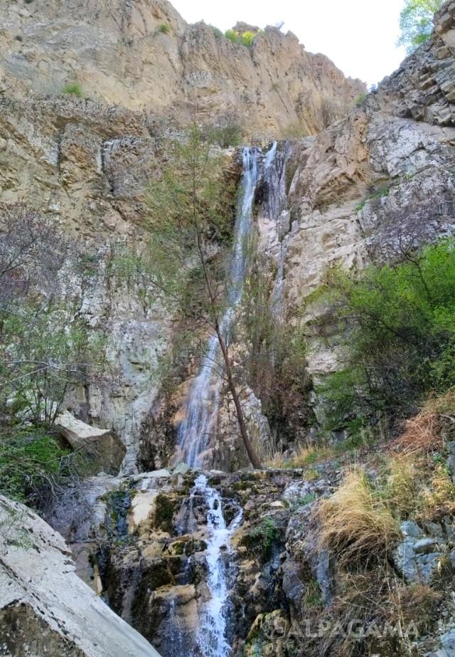 Третий Хрустальные водопад около Нохура