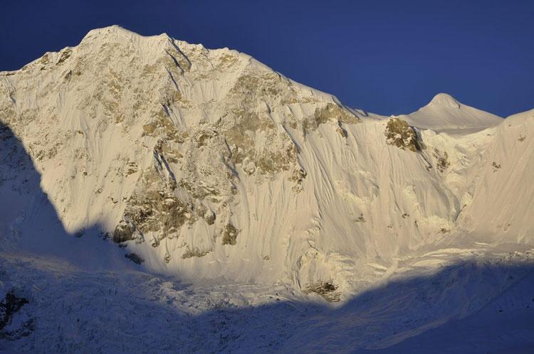 Северо-западная стена горы Барунцзе высотой 7129 метров (фото: Марек Голечек)