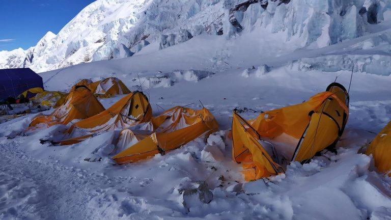 Эверест, Лагеря 2 после схода лавины (фото: Таши Лакпа Шерпа)