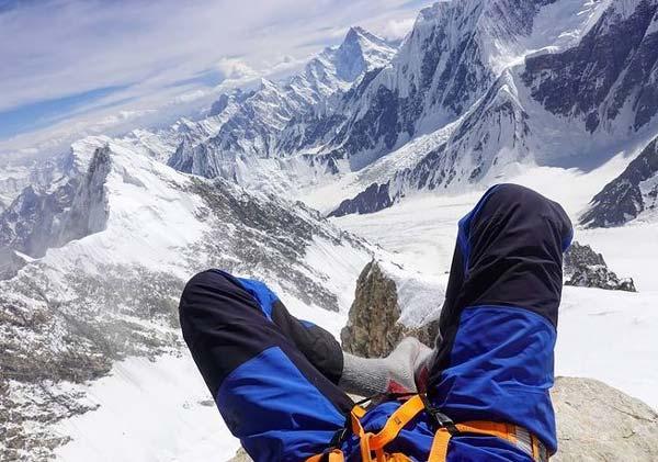 Загораем на высоте почти 7000 м на К2 (фото: Грэм Циммерман)