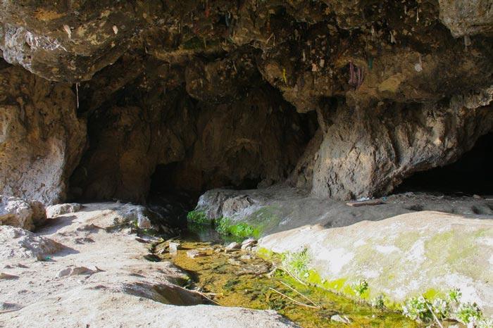 Звонкие струи водопада и загадки пещеры Кырк гыз