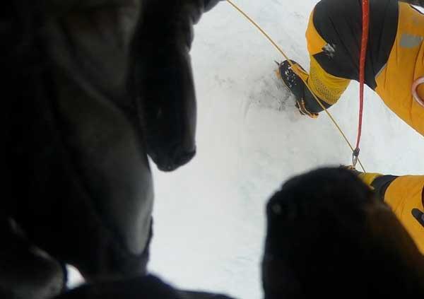 Последний кадр видео с камеры GoPro исландского альпиниста Джона Снорри Сигурджонссона (фото:  Элиа Сайкали)
