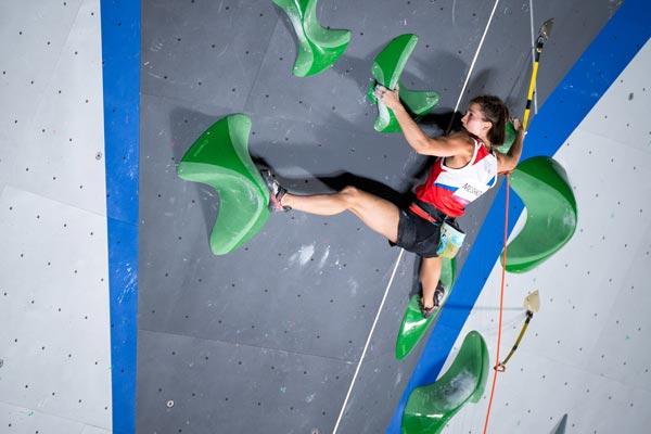 Виктория Мешкова во время прохождении дисциплины Трудность. Олимпиада в Токио (фото: Леонид Жуков)