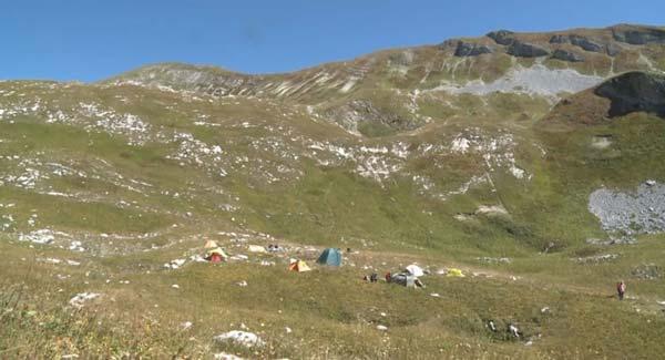 Лагерь спелеологов у пещеры Веревкина (фото: МЧС РА)