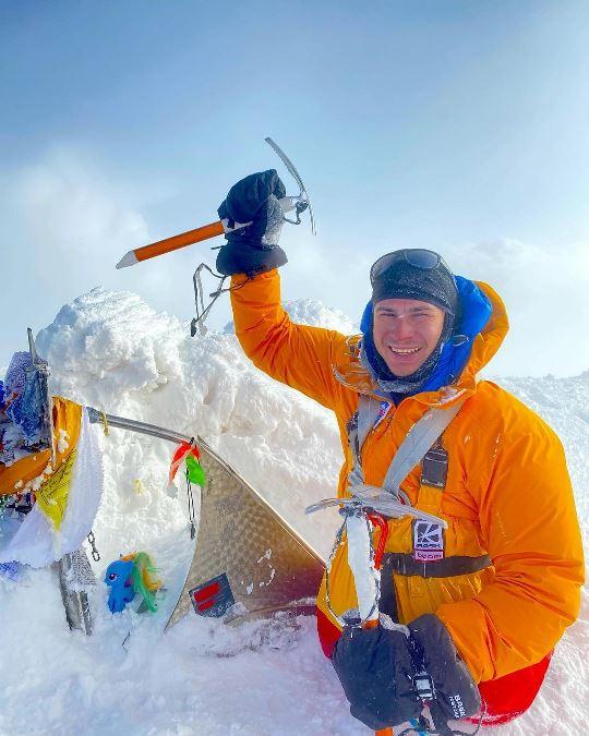 Альпинист без ног поднялся на Восточную вершину Эльбруса