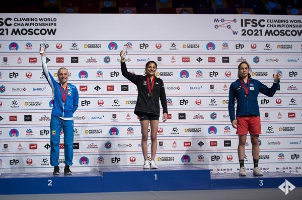 Камилла Морони (Италия), Наталья Гроссман (США) и Сташа Гейо (Сербия) на пьедестале почета Чемпионата мира по скалолазанию