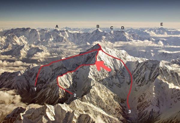 Местонахождение застрявших альпинистов на британском маршруте SW Spur