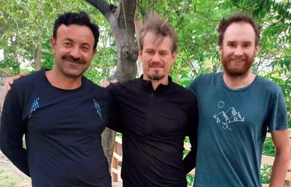 Пакистанский альпинист Ваджидулла Нагри и чехи Петер Мачек и Якуб Вичек