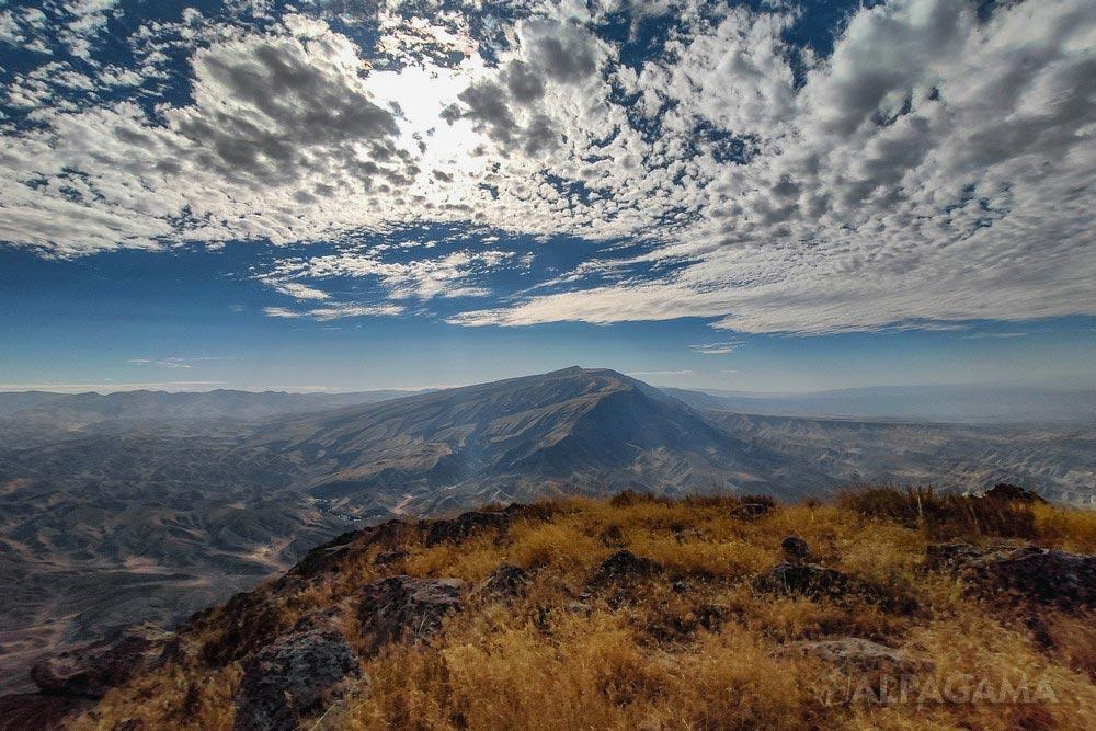 Душак-Эрекдаг с вершины Маркоу (Кирилл Снарев)