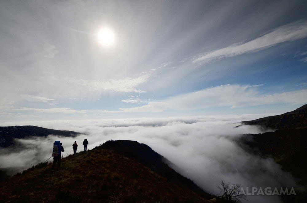 Спуск по тропе паломников. Гора Хасар (Семен Кузнецов)